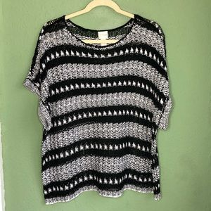 Chico's Size 3 Loose Weave BlAck & White Knit Top